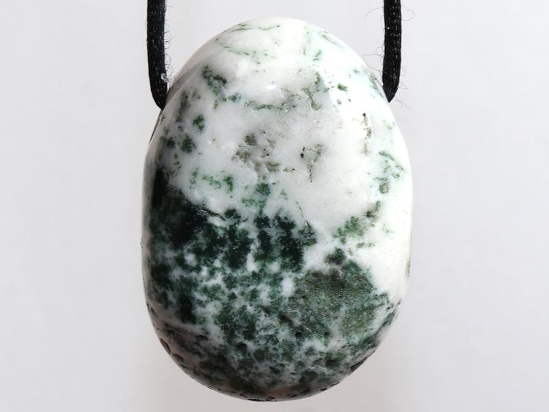 Tree agate on cord